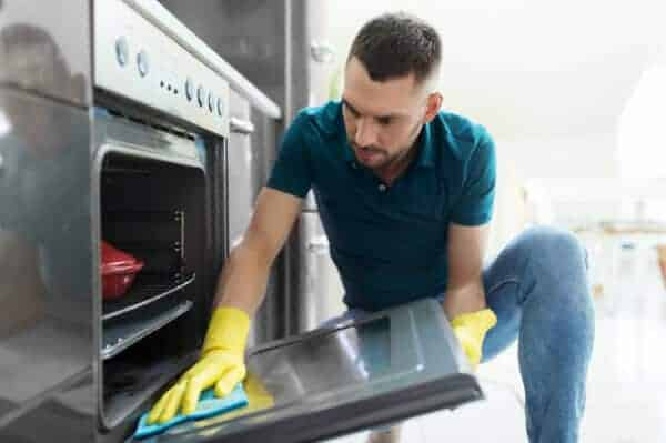 cleaning oven door