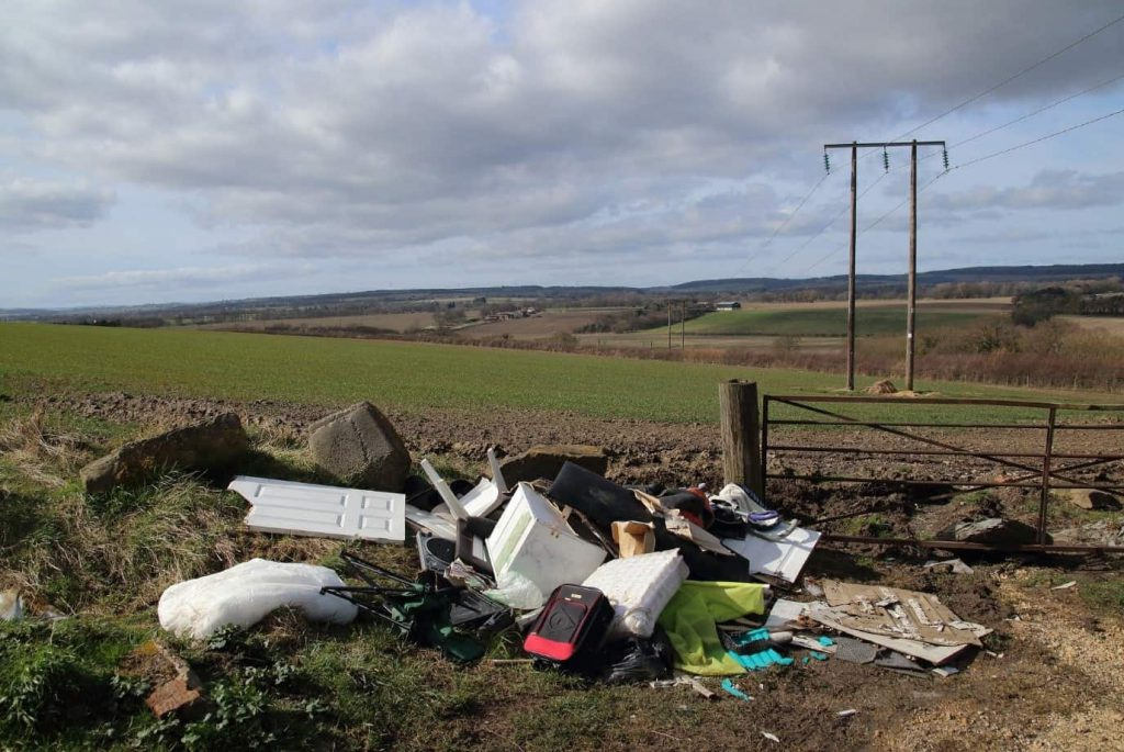 Rubbish dumped in countryside